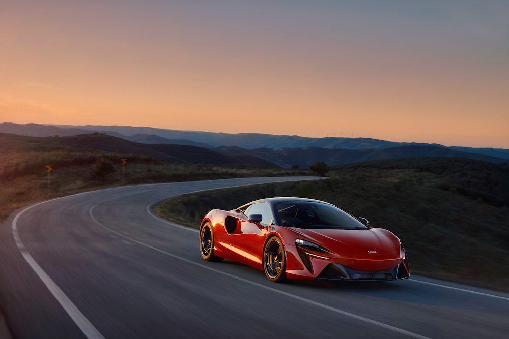 The McLaren Artura - The Hybrid Hypercar